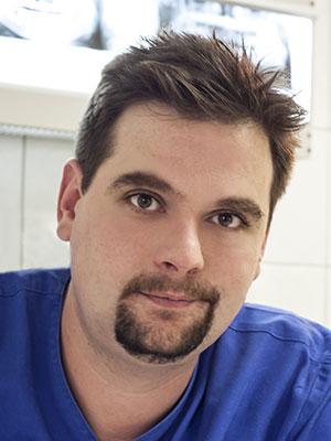 Dr. Elischer Ádám